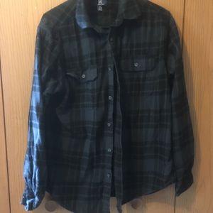 🌼 3/$25 George Black Flannel